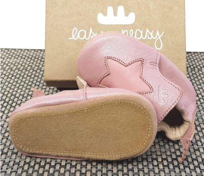 chausson pré-marche, en cuir tannage végétal rose baba et éoile rose, modèle Blublu étoile signé Easy peasy