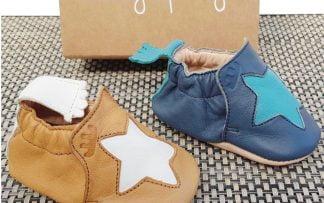 chausson Easy Peasy en cuir tannage naturel, colle à l'eau et semelle cuir souple, modèle camel et étoile blanche ou bleu étoile bleu ciel