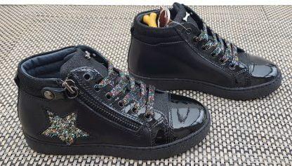 basket enfant en cuir nubuck, lisse et vernis noir Edain avec sa jolie étoile en gliiter multicolore son lacet et son zip, modèle Stones & Bones pour fille