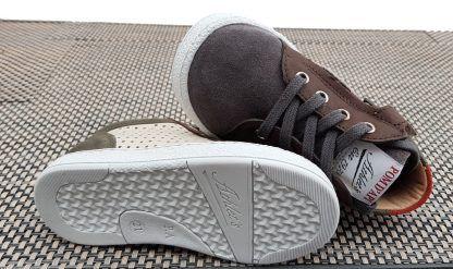 une chaussure Pom d'Api pour premiers en cuir en cuir et cuir velours fermée par 1 lacet et 1 zip, Mousse Zip Clay
