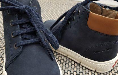chaussure haute pour garçon en cuir nubuck marine et col matelassé cuir lisse camel pour le modèle STart Tpo signé Pom d'Api à lacets et 1 zip