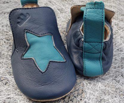 chausson de pré-marche pour garçon en cuir marine et étoile bleu, modèle Blublu Etoile avec semelle antidérapante signé Easy peasy