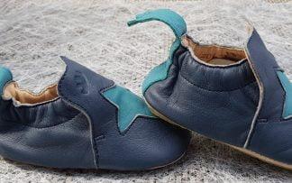 chausson pré-marche Easy peasy en cuir marine et étoile bleu, modèle Blublu Etoile avec semelle antidérapante