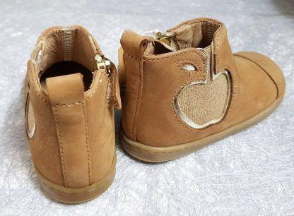 un cuir velours camel irisé or pour la bottine Bouba New Apple de Shoo Pom, modèle premiers pas à zip