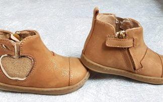 bottine Shoo Pom en cuir velours irisé camel doté d'un élastique d'aisance en forme de coeur or pailleté. Modèle Bouba New Apple pour enfant fermé par 1 zip