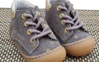 chaussure pré-marche en cuir velours fris et pois or à lacets. Modèle Rachel signé Bellamy