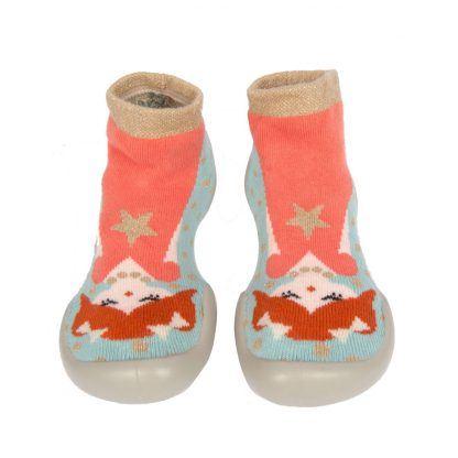 un joli chausson enfant en coton Syxties Princess turquoise, rouille rose et rose clair et empiècements or irisé. Modèle Collégien avec une semelle en caoutchouc. ce chausson s'enfile comme une chaussette.