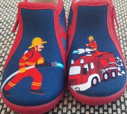chausson pour premiers pas avec dessin de pompier en toile marine et rouge pour Teki de Bellamy, modèle fermé par 1 zip