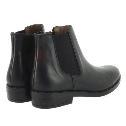 un cuir noir pour la bottine Suzan de Bellamy. Une bottine doté d'un élastique noir sur ke côté et fermé par 1 zip