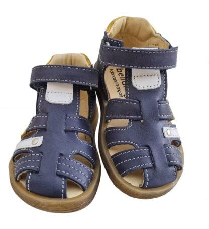 Donjon, un nu-pied pour premiers pas en cuir marine et empiècements cuir blanc et moutarde. Une chaussure garçon Bellamy fermé par 1 bride à velcro