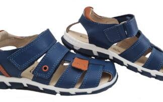 un cuir bleu avec empiècements cuir camel pour le nu-pied fermé Golf de Bellamy. Un modèle pour enfant fermé par 2 velcros