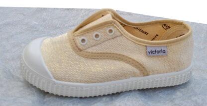 une basket avec élastique sur le pied et joliment vêtue d'une toile beige et filaments doré pour fillettes