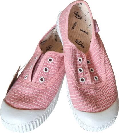 la basket toile Victoria rose et lignes blanches se chausse facilement avec son élastique sur le pied