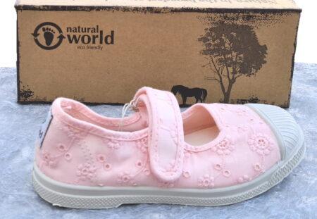 ballerine enfant Natural Word en toile dentelle rose, cette chaussure pour fille est fermée par 1 velcro