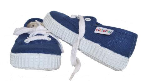 Une chaussure enfant en toile oceano à lacet signée Victoria