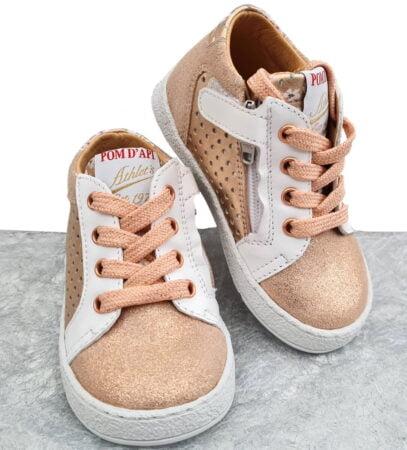 sneaker Pom d'Api pour premiers pas en cuir lisse blanc, métallisé cuivre et velours irisé cuivre, modèle Mousse Zip Clay à lacet et 1 zip