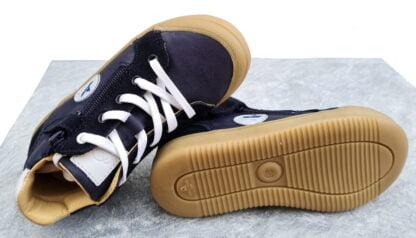 Beco, chaussure demi saison enfant en cuir lisse marine et blanc et nubuck marine. Ce modèle signé Bellamy est doté d'un lacet et d'un zip
