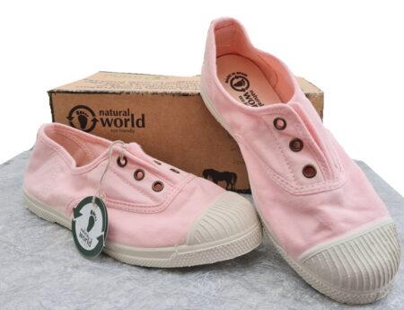 une toile rose clair pour la chaussure enfant Natural Word doté d'un élastique sur le pied et d'une semelle caoutchouc blanc cassé