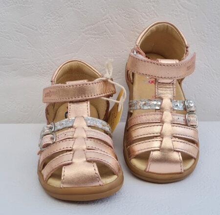 Nu-pied fermé pour premiers pas Pika Spart en cuir métal cuivré à velcro et 2 brides à boucle sur le pied