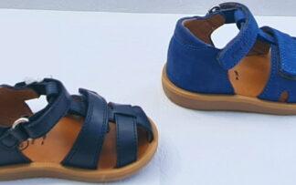 chaussure premiers pas garçon Poppy Boy Strap en cuir marine ou cuir nubuck bleu cobalt. Sandale enfant Pom d'Api à 2 velcros