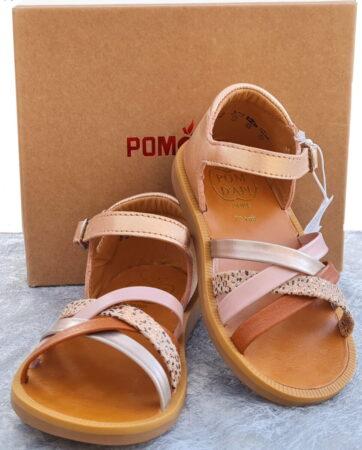 Un nu-pied premiers pas de Pom d'Api en cuir coloris cuivre et multi. Poppy Erg est doté d'un contrefort et se ferme par 1 bride à boucle