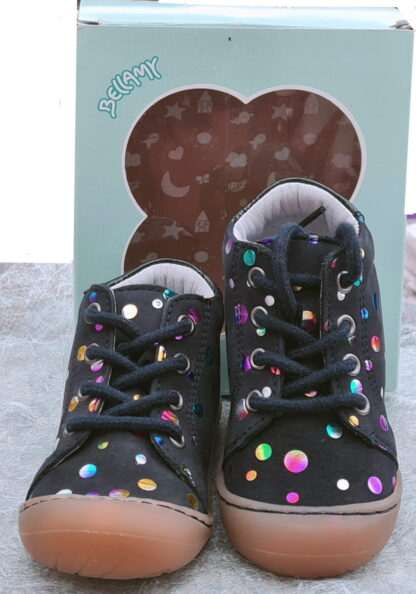 chaussure pré-marche en cuir marine et cercles cuir métal multicolore à lacets. Modèle Zala signé Bellamy