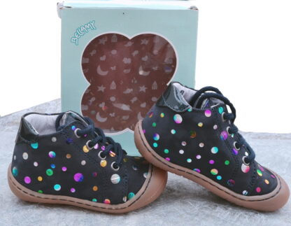 pour bébé, une chaussure extra souple en cuir marine et cercles cuir métal multicolore signée Bellamy. Zala chaussure pré-marche fermée par 1 lacet