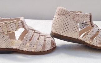 Nu-pied enfant à bout protégé en cuir lisse rose pâle imprimé pois or. Une sandale pour premiers pas Anita de Bellamy fermée par 1 bride à boucle